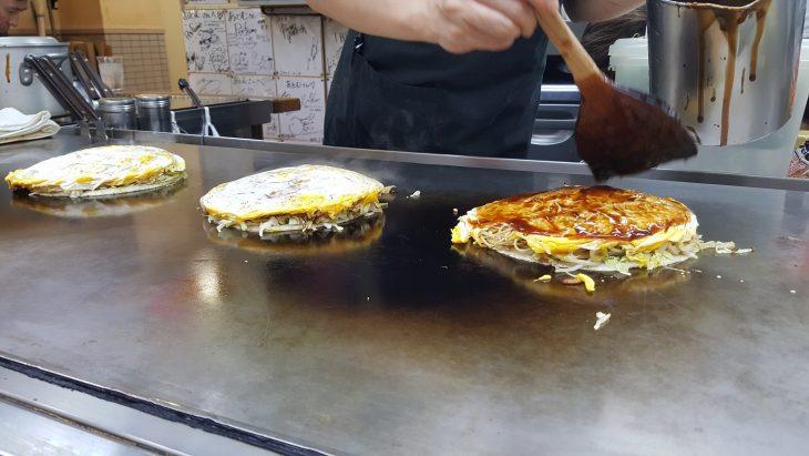Le tout monté avec sauce Okonomiyaki